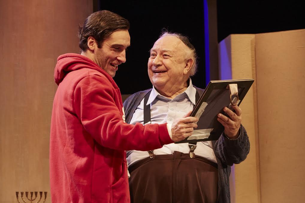 """Ricardo Gelli e Sérgio Mamberti em """"Visitando o Sr. Green"""" cartaz do Teatro Jaraguá (Foto: Alexandre Catan)"""