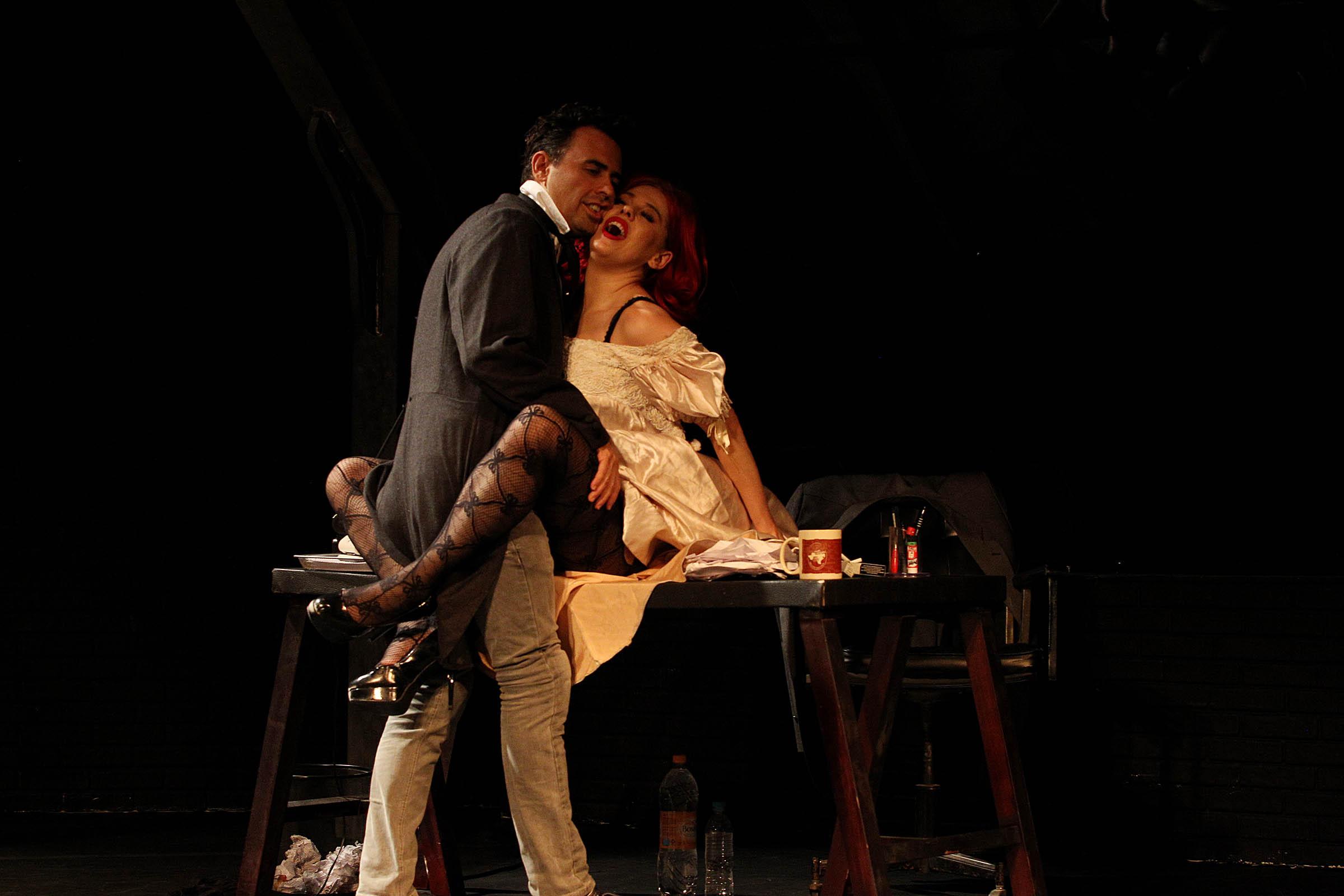 """Andre Garolli e Bárbara Paz em """"Vênus em Visom"""": a atriz e o diretor de teatro ( Foto: Evelson de Freitas)"""