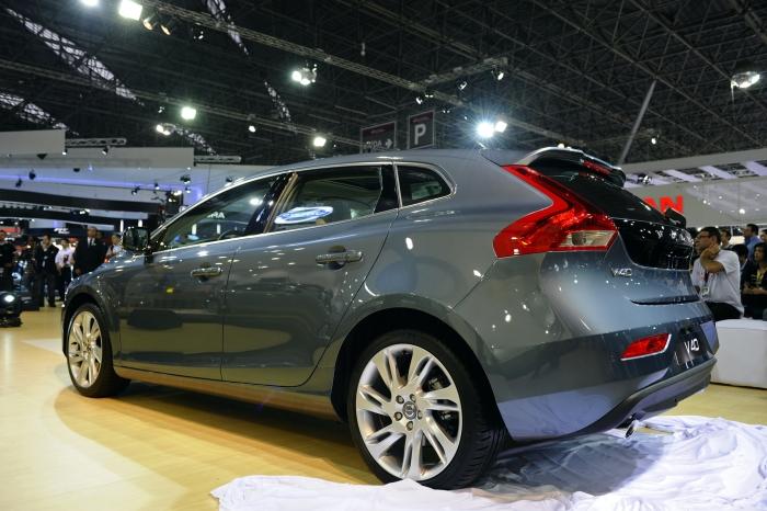 V40: as vendas no Brasil devem começar em 2013, mas já dá para conferir o hatch da Volvo na feira