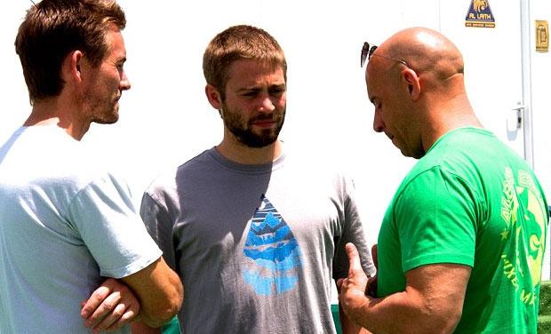 Vin Diesel com os irmãos Walker numa pausa das filmagens