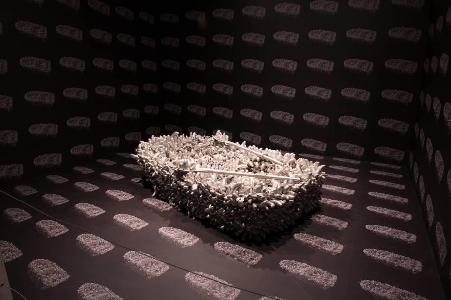 Caminhando no Mar da Morte (1981) é uma das obras fálicas de Kusama