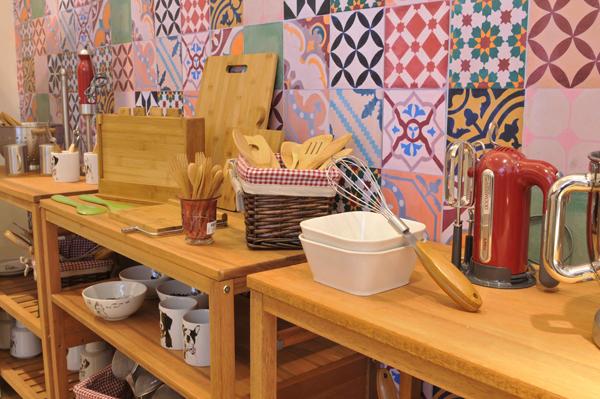 E-commerce ganha showroom pop up: móveis e objetos de decoração poderão ser vistos de perto até maio de 2015 (Fotos: divulgação)