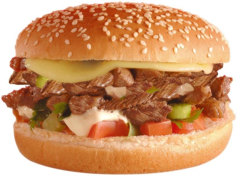 Big X Picanha: hambúrguer leva queijo derretido, tomates em cubos, cebola, maionese e pão de gergelim