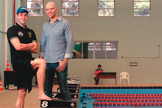Thiago e Xuxa: orientação fora das piscinas (Foto: Fernando Moraes)