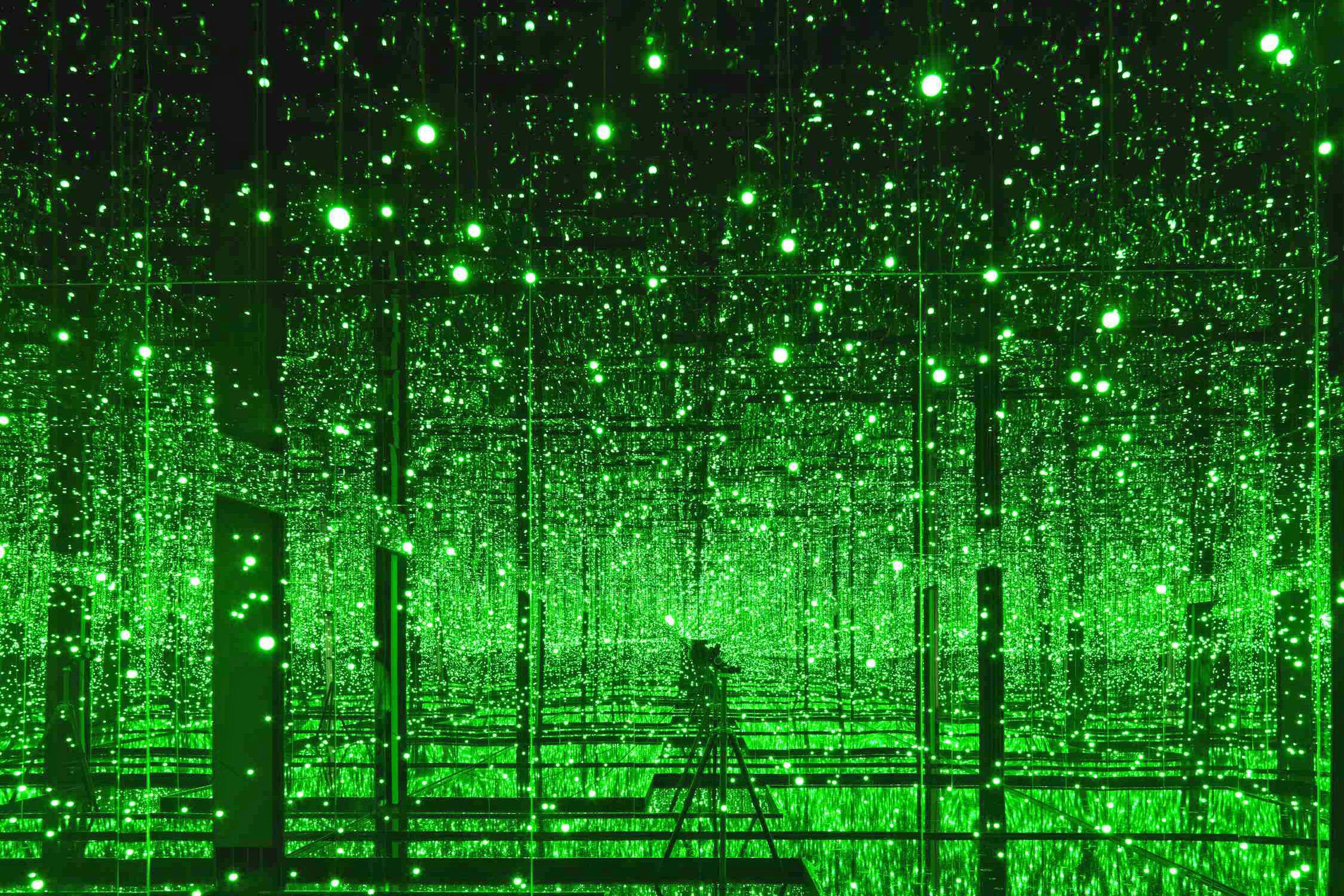 yayoi-kusama-filled-with-the-brilliance-of-life-2011-cortesia-de-la-galeria-victoria-miro-londres-verde