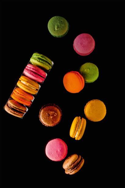 macarons em versões como chocolate e pistache