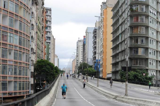minhocao-no-domingo-pela-manha-sem-transito-no-centro-de-sao-paulo-agliberto-lima.jpeg