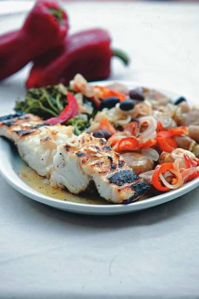 Bacalhau grelhado: especialidade do português Quinta de Santa Maria