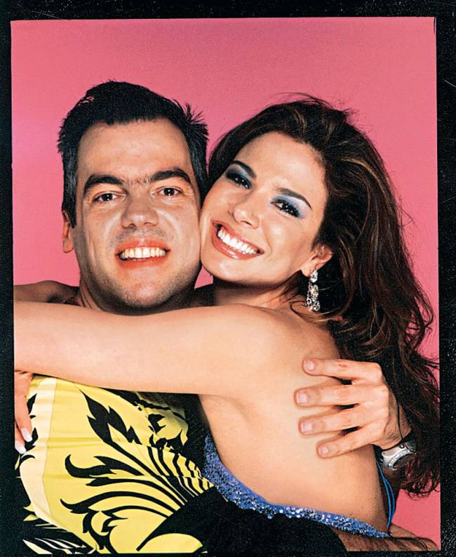 Luciana Gimenez abraçando o cabelereiro Marco Antônio De Biaggi