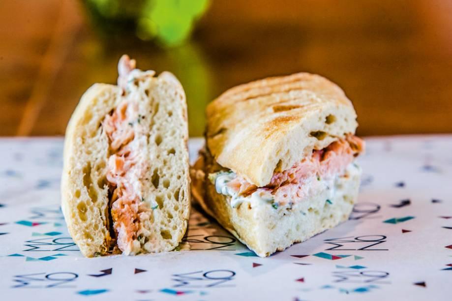 Mano Sanduíches: salmão defumado com coalhada, limão-siciliano e dill