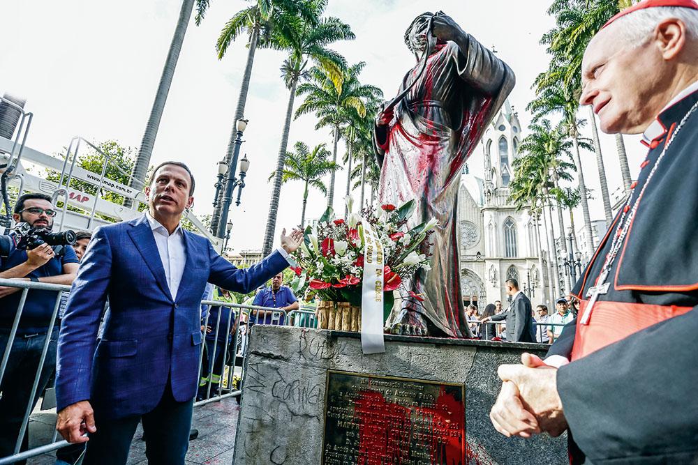 Doria e a estátua manchada: prisão de filho de embaixador (Foto: Alice Vergueiro/Estadão Conteúdo)