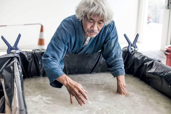 O artesão japonês Yasuo Kobayashi: trabalho no novíssimo Japan House (Foto: Divulgação)