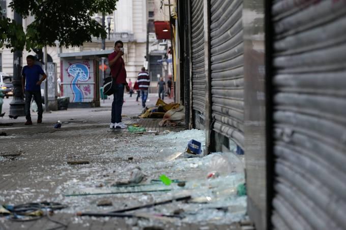ESTRAGOS PROVOCADOS DURANTE DISPERSÃO DO CONFRONTO ENTRE DEPENDENTES QUÍMICOS E POLICIAIS MILITARES.