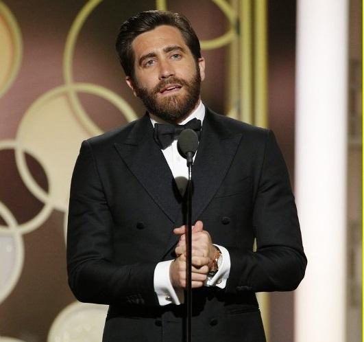 Jake Gyllenhaal também provocou frisson no palco