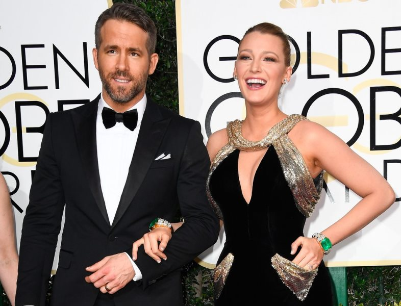 No tapete vermelho, Blake Lively não desgrudou do maridão, Ryan Reynolds