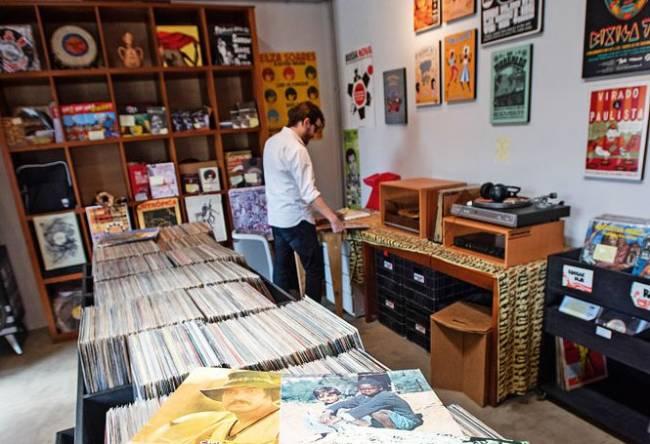 Patuá Discos: acervo com mais de 5 000 LPs (Foto: Alexandre Battibugli)