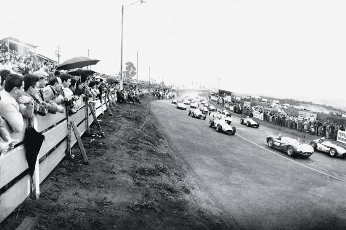Corrida no autódromo de Interlagos, nos anos 50.