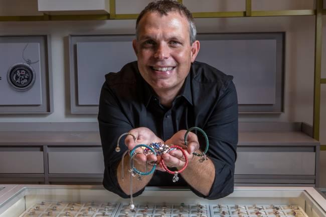"""Rubens Coronho, diretor comercial da Vivara: """"o cliente quer 'atualizar' a sua peça com as novidades"""" (Foto: Ricardo D'Angelo)"""