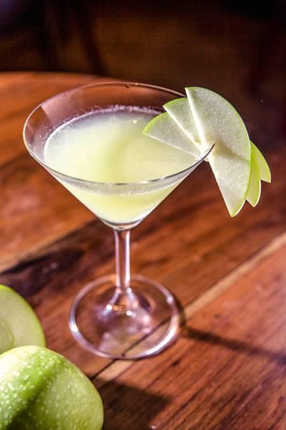 Ambiente animado para provar drinques como o ginger appletini