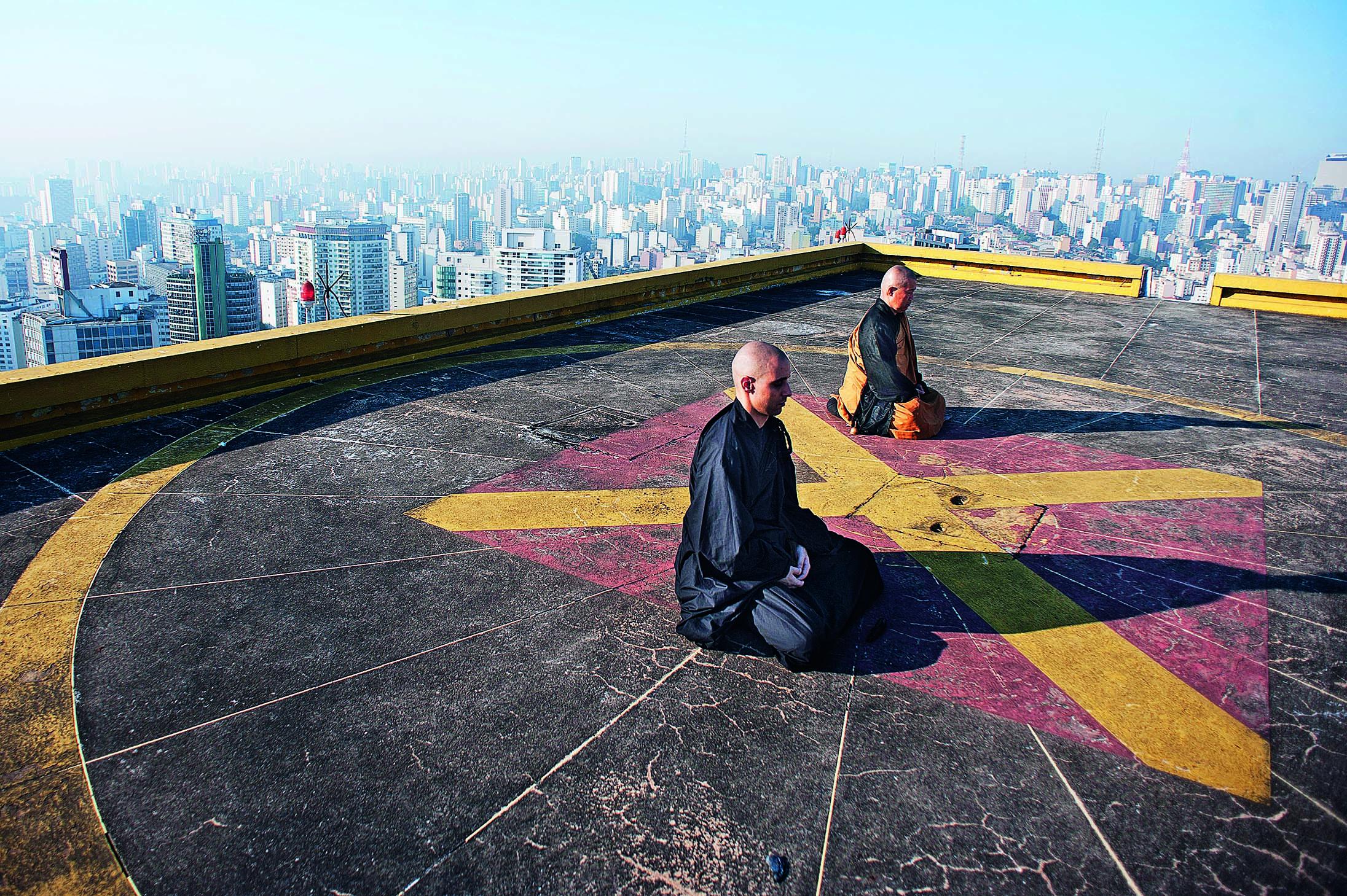 Meditação no Copan: monges do Templo budista Busshinji, na Liberdade, meditam por aproximadamente uma hora (Foto: Reinaldo Canato)