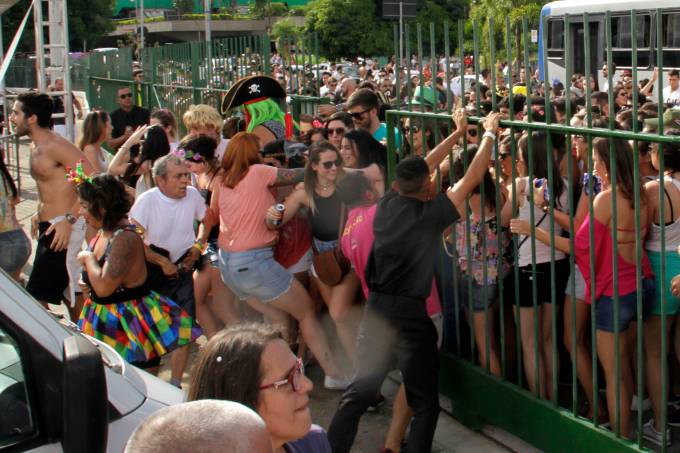 bloco sargento pimenta carnaval rua memorial américa latina