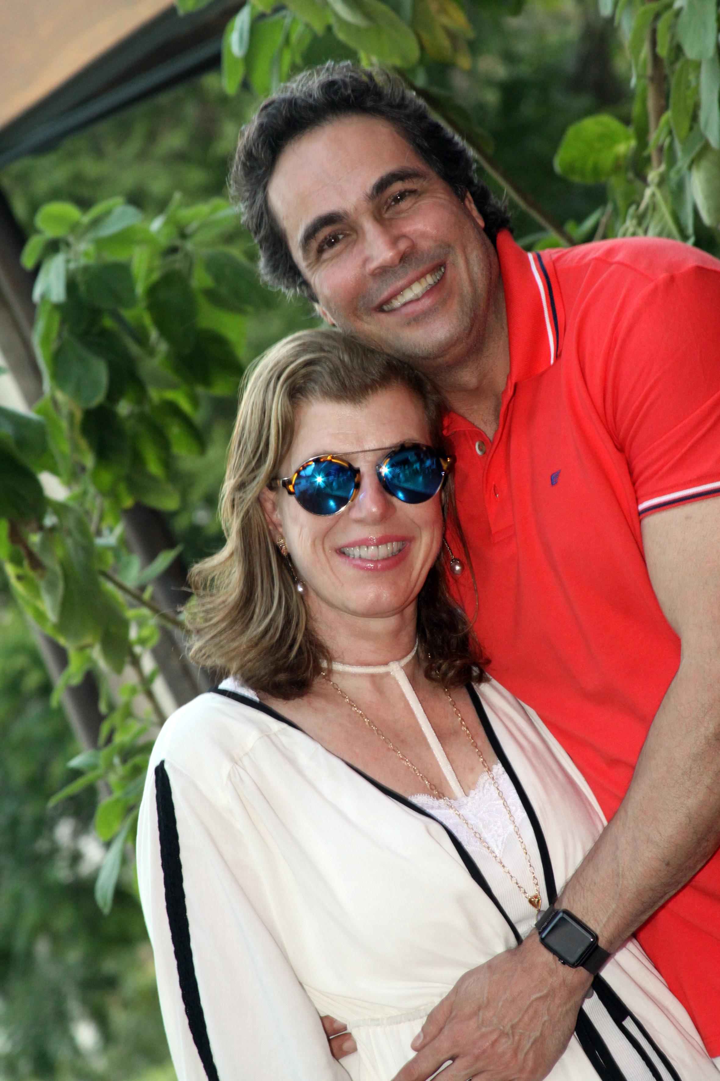 Com o marido, Claudio Pitanga: família não aprovava o romance