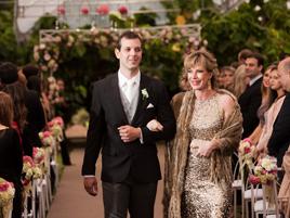 No casamento do filho Claudio: cerimônia ocorreu em seu empreendimento, o condomínio Espelho D'Água