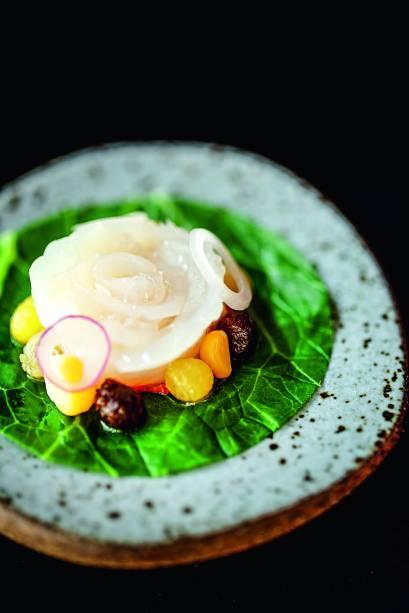 A vieira no formato de flor: item do menu degustação