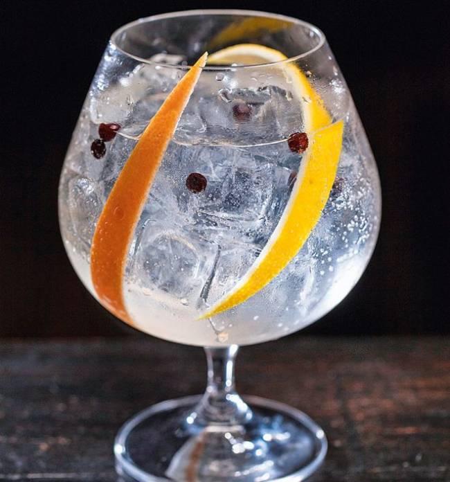 Gin-tônica do Astor: clássico paulistano custará 20 reais Foto: Felipe Gombossy)