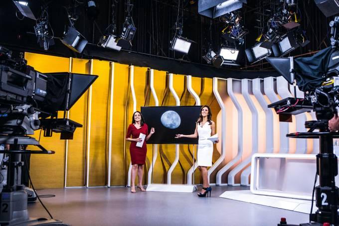 Izabella Camargo e Monalisa Perrone _ Hora um da noticia _ bastidores