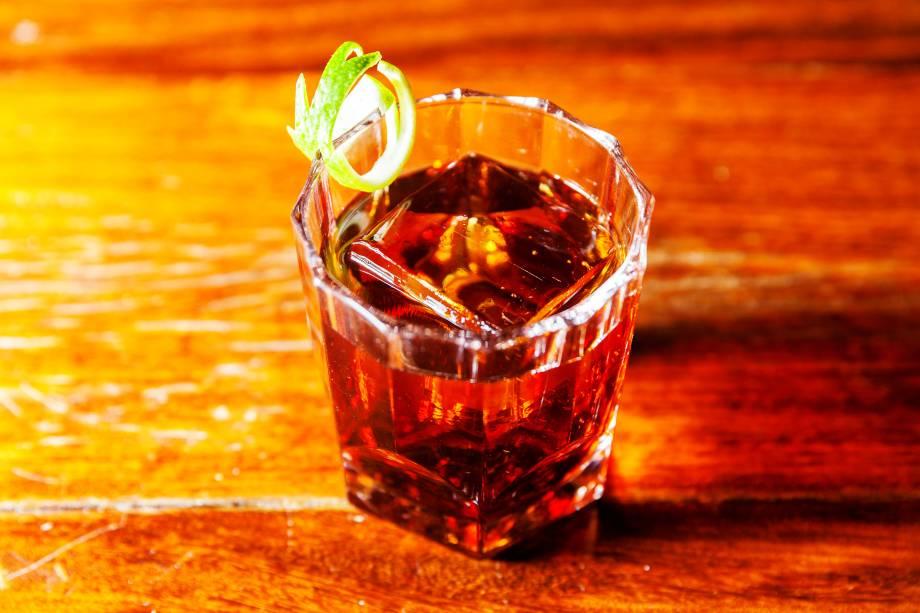 Negroni (R$ 30,00), do Frank Bar: drinque feito com gim, vermute tinto e campari