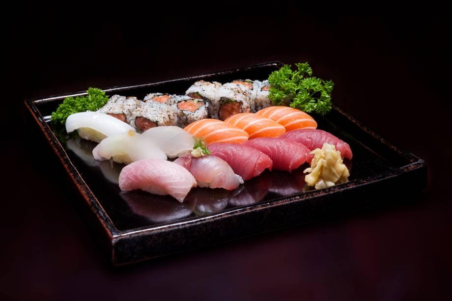 Bentô box (R$ 35,00), do Junji: em versão menor, com seis sushis prensados e quatro uramakis
