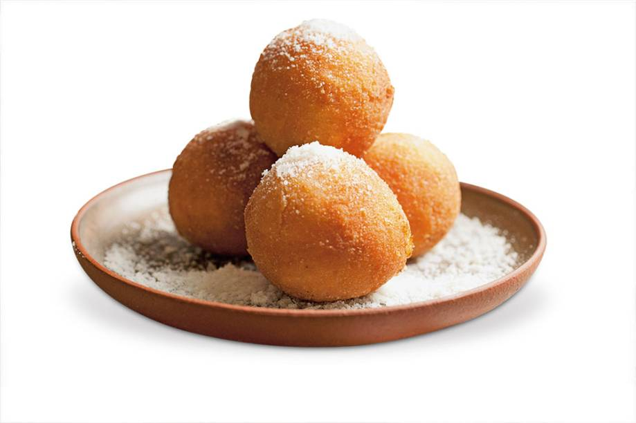 Arancini do Nino Cucina: bolinho feito com arroz arbóreo e tomate recheado com mussarela