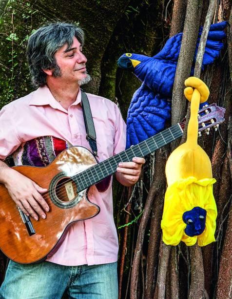 Brasileirinhos: Música para os Bichos do Brasil - apresentado por Paulo Bira
