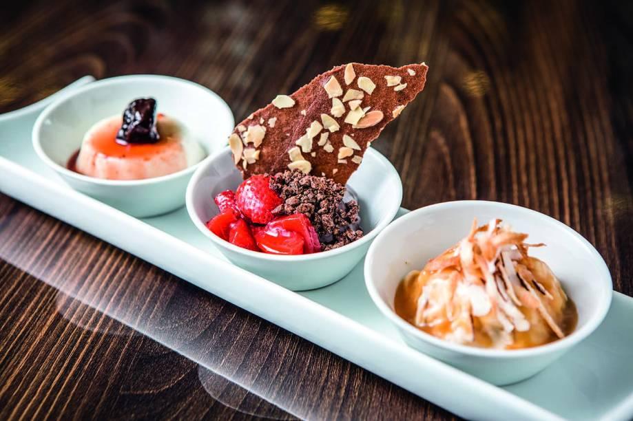 Trio de sobremesas de coco, morango e chocolate criadas por Arnor Porto