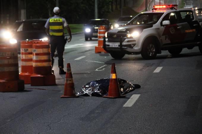 MOTOCICLISTA MORRE APÓS SER ATINGIDO POR CARRO NA MARGINAL PINHEIROS
