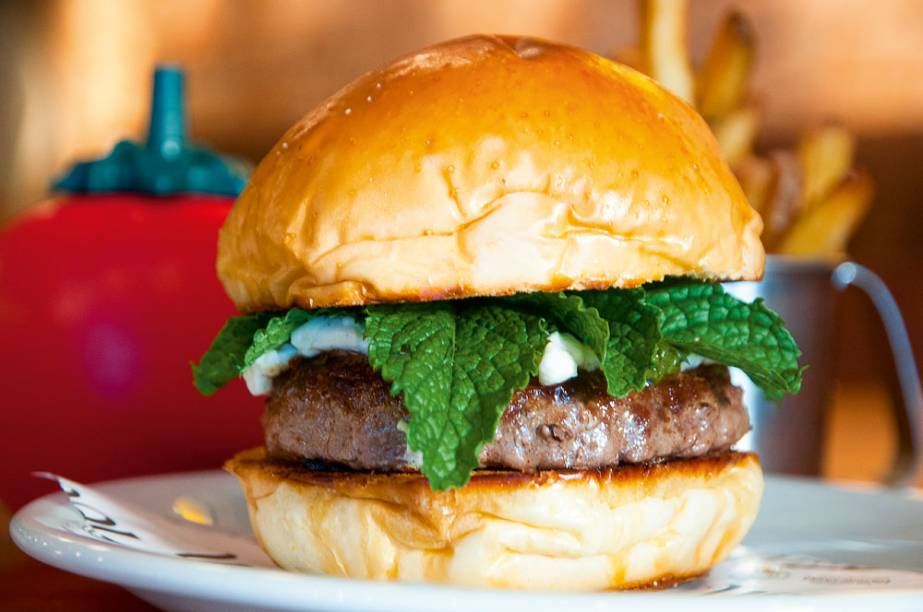 O lamb burger, preparado com um disco de 160 gramas de cordeiro