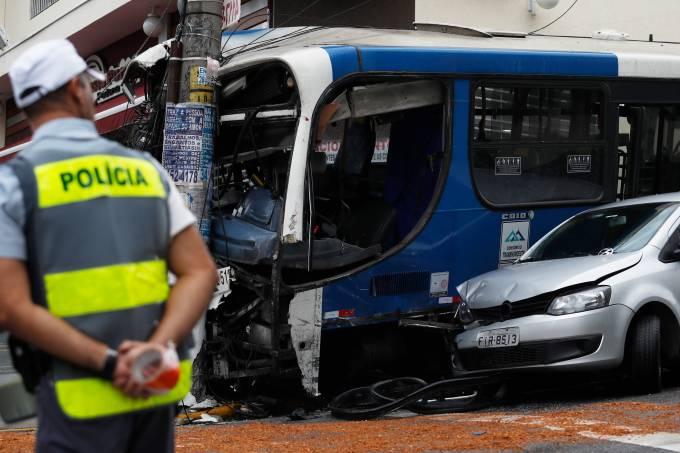 Acidente grave envolve ônibus e carros na zona norte de SP