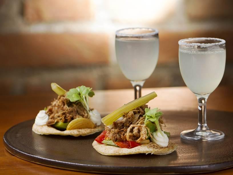 Tacos de costela: pedida vem acompanhada de duas minimargaritas