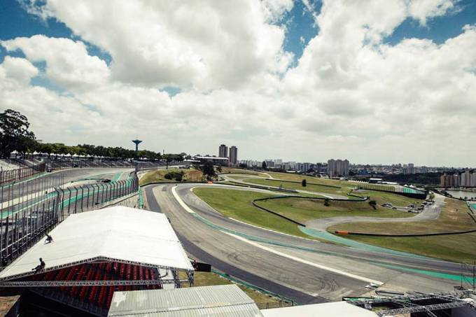 CO_Fernando-Hadda-entrega-obras-reforma-Autodromo-Interlagos-Formula-1-2017-Sao-Paulo_00410292016.jpeg