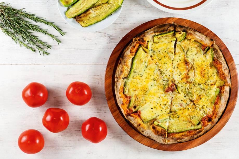 Bráz: pizza de abobrinha com parmesão