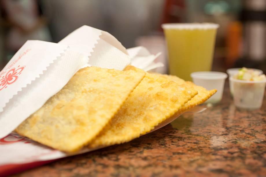 Pastel da Maria: tem de carne, queijo, pizza, frango, palmito e carne com queijo (R$ 7,50 a unidade)