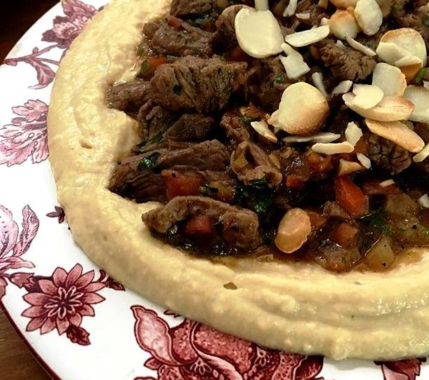 Homus com filé-mignon: uma das opções de prato com a pasta de grão-de-bico