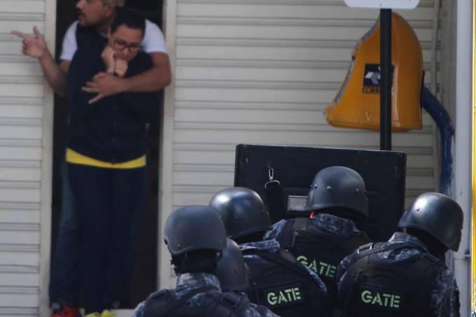 Homem faz funcionários reféns em agência dos Correios por 4 horas na Zona Leste