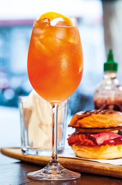 Costa spritz, versão da clássica bebida acrescida de néctar de cacau e limão-siciliano
