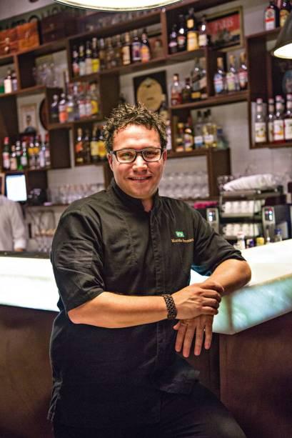 O bartender Marcelo Serrano