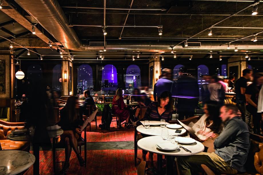 O salão no terraço do Tivoli Mofarrej, aberto só no jantar: chef português e lugares concorridos todas as noites