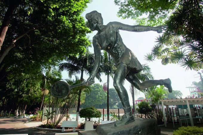 Estátua de Maria Esther Bueno