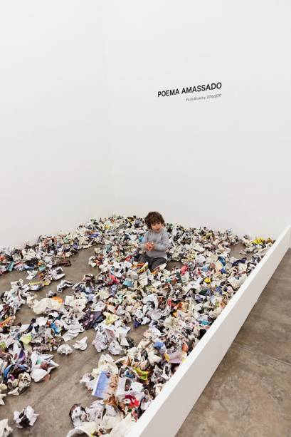 Paulo Bruscky: Poema Amassado