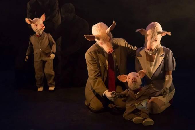 Cena da peça 'O Quadro de Todos Juntos', da mineira Cia. Pigmalião Escultura que Mexe